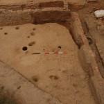 Settore 4000: area a sud-ovest, frequentazione caratterizzata da numerose buche e taglio di fondazione per la costruzione delle due vasche.