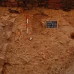 Settore 8000: sistemazione pavimentale in scaglie di laterizi e pietra.
