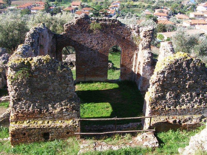 Veduta del frigidarium della Villa