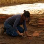 Archeologa a lavoro
